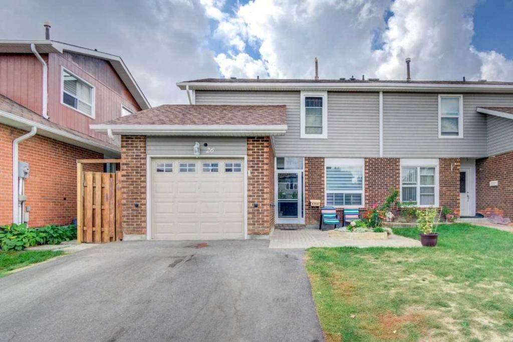 Semi detached house for sale in Brampton