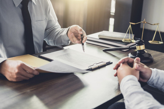 What are the benefits of hiring a commercial lawyers?
